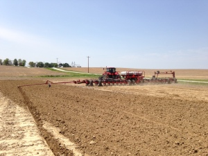 Ross resumes on his way to complete this 23-acre field.  At 24 rows with each pass, it won't take long...