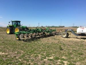 Here is the JD 9360R tractor and 2510H applicator bar... hitched up, and ready to go in the Roberson field.