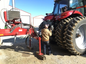Many wires and hoses, and even a hydraulic pump make the connection to the MX 290 tractor.