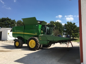 Parked in front of the shop, the S680 holds the 612C corn head to be serviced.